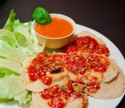 Ravioles au fromage frais et au basilic, sauce tomate crue